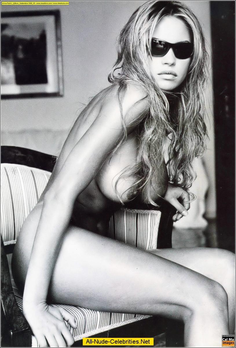 italian actress anna falchi posing topless and fully nude