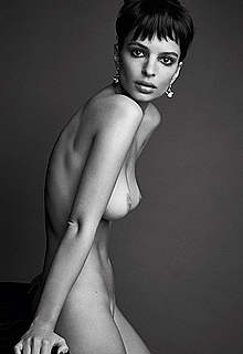 Emily Ratajkowski sexy, topless and nude
