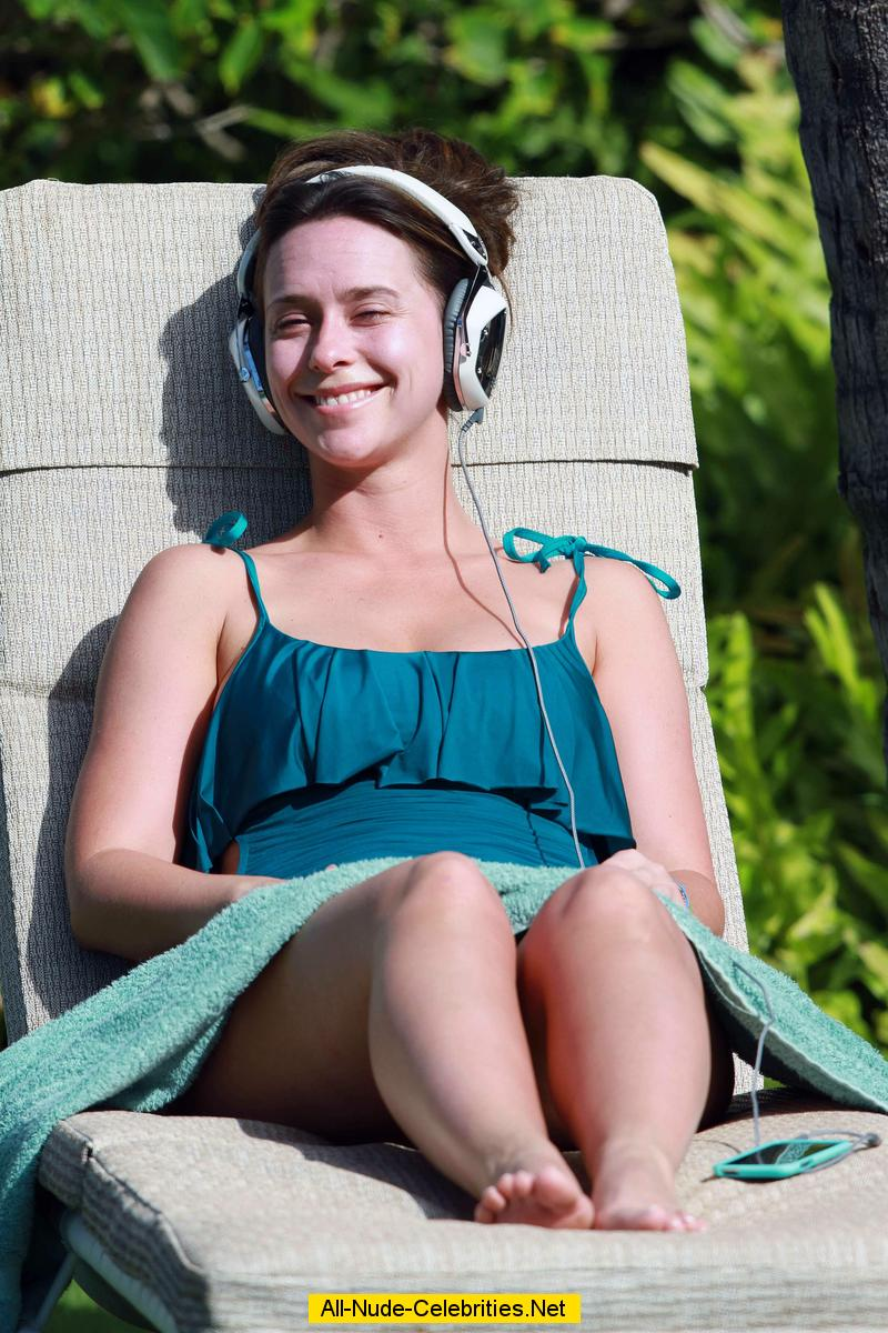 Sexy Jennifer Love Hewitt Pics Near-Nude Jennifer Love