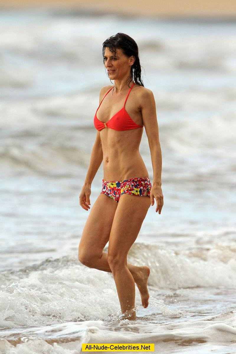 peerey reeves caught in bikini on the beach