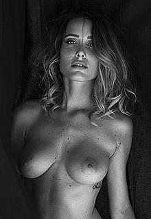 Sadie Gray fully nude posing images photoset